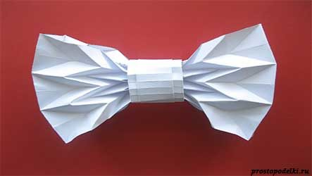 Галстук-бабочка из бумаги