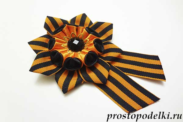 Георгиевская лента из цветов фото