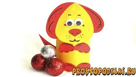Желтая собака из цветной бумаги