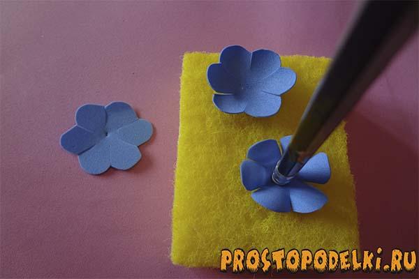 Zakolki-s-rozami-iz-foamirama-03 Заколки из фоамирана: цветы своими руками, фото и для волос мастер-класс, ободок автомат, МК с розой как сделать