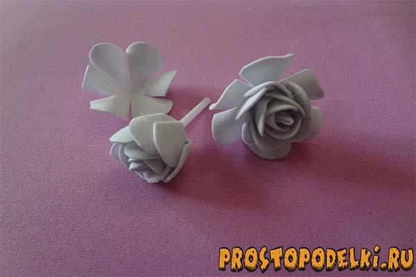 Zakolki-s-rozami-iz-foamirama-05 Заколки из фоамирана: цветы своими руками, фото и для волос мастер-класс, ободок автомат, МК с розой как сделать